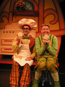 Jon Gentry (L) and D. Scott Withers perform in a Childsplay production of A Year With Frog and Toad (Photo: Heather Hill)