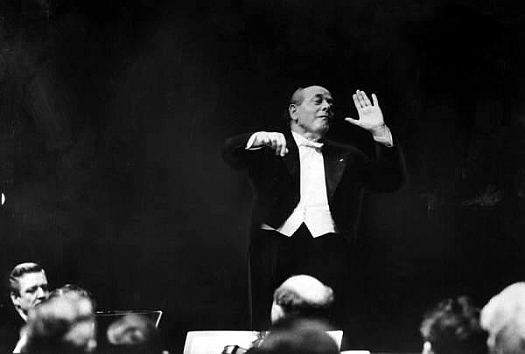 Eugene Ormandy conducts the Philadelphia Orchestra.